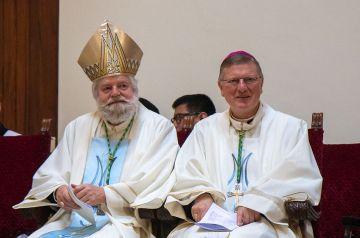 Mgr. Punt en Mgr. Hendriks tijdens de diakenwijding in november 2019